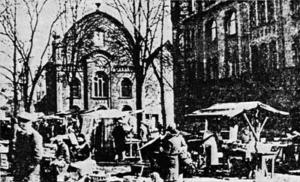 Der Höchster Markt und die 1905 errichtete Synagoge. Aufnahme von 1923.
